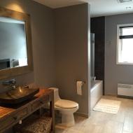 Meuble de salon transformer en vanité de salle de bain